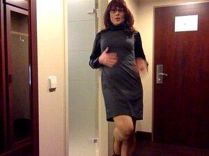 Transe im Kleid wird gefickt