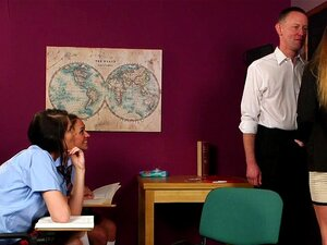 Ungezogene Empera wird von Lehrern am College doppelt penetriert