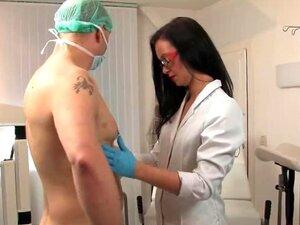 Scheide schuluntersuchung nackt Schuluntersuchung Nackt