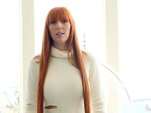 Die luxuriöse Rothaarige Lauren Phillips macht mit ihren großen natürlichen Brüsten wahnsinnig