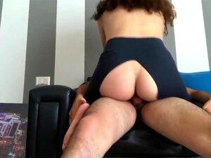 Amber Ivy bekommt ihre Leggings zerrissen und von Yogalehrer in den Arsch gefickt