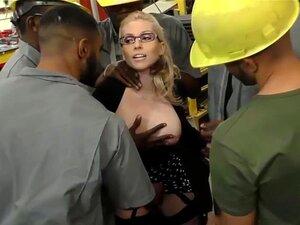Kurvige weiße MILF Christie Stevens reitet großen schwarzen Schwanz anal