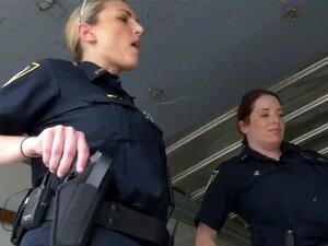 Frau gefickt Polizei wird Frauen