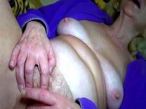 Masturbiert heimlich ehefrau Mädchen werden