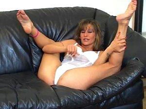 Teen gefangen masturbieren Couch