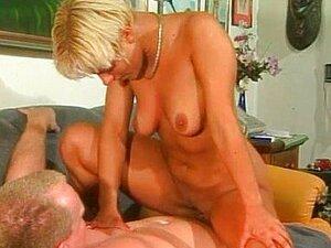 Kurzhaarige Blondine Reife