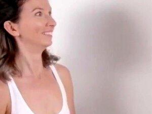 Nackt frau massiert penis Mama wird