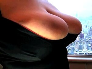 Große reife Titten im BH
