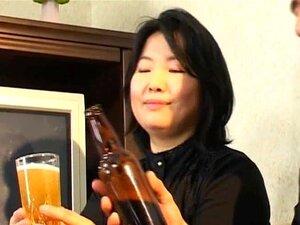 Bier trinken mit heißen Japanern führt zu wildem Gruppensex