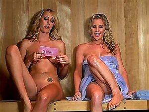 In sex sauna nackt der Familie Nackt