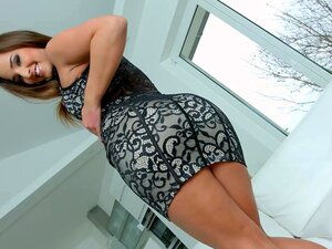 Silvia Burton bekommt ihre empfindliche russische Muschi mit Sperma gefüllt
