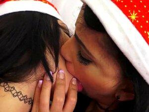 Lesbian Küssen Titten Sloppy Küssen: 135,974