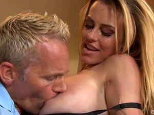 Heißer Sex mit der schönen vollmundigen MILF Corinna Blake