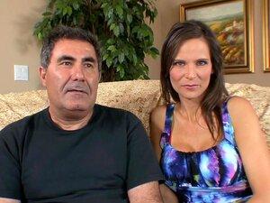 Cuckold Ehemann nimmt Gesichtsbehandlung