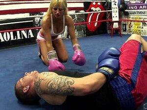 Boxtrainer fickt zwei große schöne Frauen im Freien