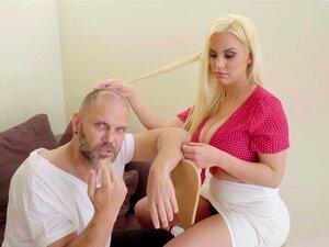 Blondie Fesser macht Mandingo mit ihrem fetten Arsch an
