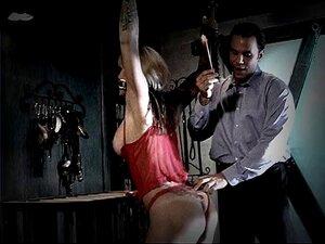 Die fetten Arschsklaven Abella Danger und Phoenix Marie werden vom Meister bestraft