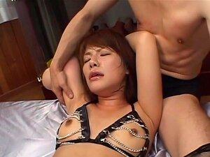 Melanie Hicks enthüllt ihre riesigen baumelnden Titten und fickt gerne ihren Mann