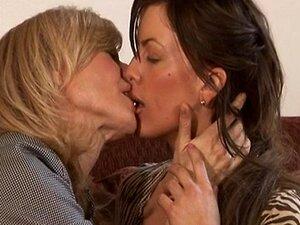 Lesbisch Meise Lutschen Küssen