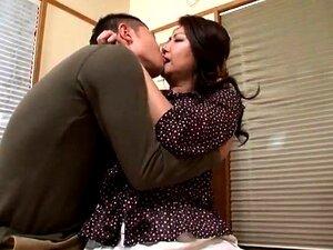 Mollige asiatische Mutter Reiko Shimura spritzt hart und nimmt Creampie
