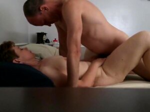 Während Saugen Orgasmus Ehefrau Junge Ehefrau