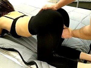 Durch die leggings gefickt