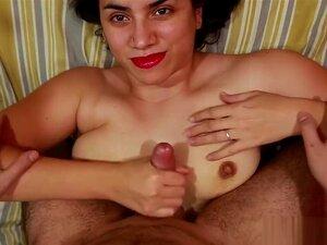 Curvy Raven Reign gibt Stiefbruder einen Handjob und schluckt - POV