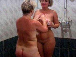 Damen der ältere sauna in nackt Geil in