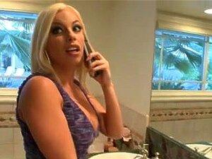 Cop-Stiefmutter Britney Amber legt Handschellen an und fickt Stiefsohn POV