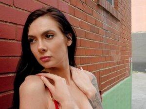 Marley Brinx bekommt ihren klaffenden Arsch nach dem Orgasmus anal creampied