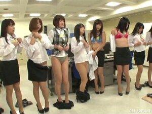 Entzückendes kurzes japanisches Mädchen Reon Otawa wird gefickt und gefüllt