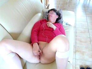 Mädchen masturbiert Cums schnell