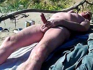 Strand nackt wichsen am Eine Frau
