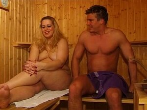 Sauna nackt milf Milf Nackt