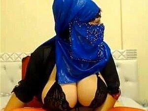 Nackt kopftuch frauen mit Türkische Frauen