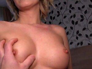 Großen mit High Titten Mädchen Junior School Tits