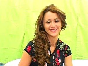 Maya Farrell, junge Latina-Neuling, Gesichtsbehandlung nach mehreren Orgasmen am Schwanz