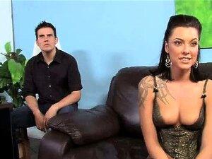 Juggy Hure Frau Sarah Jessie lutscht den fetten Schwanz von Ehemanns Freund