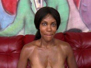 Die dicke Monique Symone wird von einem weißen Schwanz in ihre Ebenholzfotze gefickt
