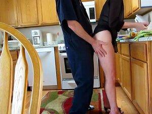 Ficken Mama während des Kochens