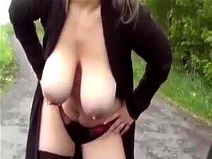 August Taylor setzt ihre riesigen Brüste und ihren Hintern ein