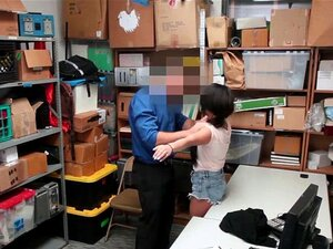 Latina Kassiererin Isabella Nice wird wegen Diebstahls gefickt
