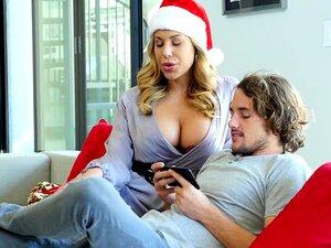 Weihnachtssex mit dicker Stiefmutter Olivia Austin und glücklichem Stiefsohn