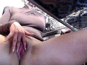 Frauen nackt unter dem rock