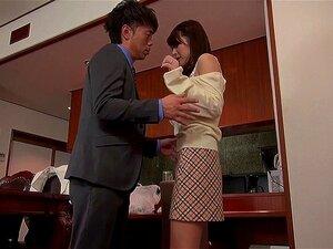 Hausfrau Noeru Mitsushima betrügt, indem sie einem anderen Mann einen Blowjob gibt