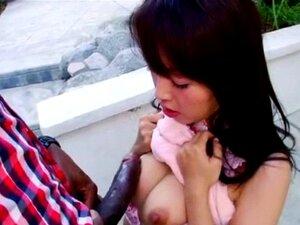 Japanisches Mädchen Marica Hase wird von massivem schwarzen Mandingo-Schwanz gefickt