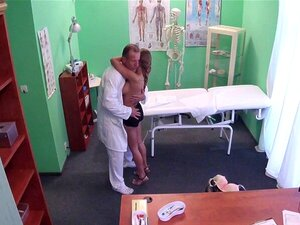 Russischer Arzt fickt Patient