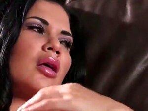 Jasmine Jae melkt Schwanz mit ihrem Hintern, großen britischen Brüsten und Händen