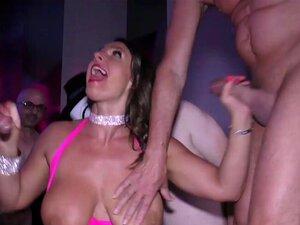 Brust gangbang Groß pornostar Samantha 38G