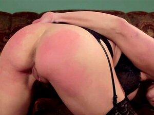 Angel Allwood hilft ihrem Meister, Zoey Monroe in die Scheiße zu ficken